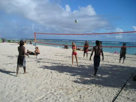 La bande dans un Beach Volley