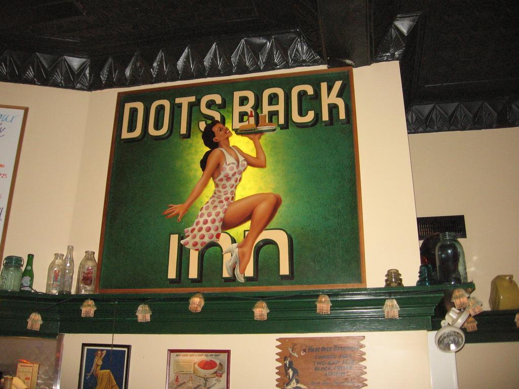 sign for dot's back inn