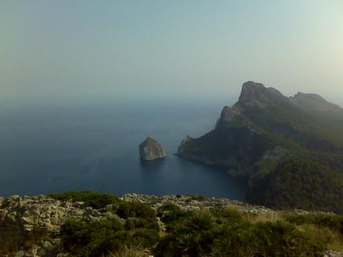 Vista del peñón de colomer desde la atalaya de Formentor