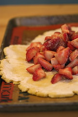 Preparing strawberry crostata