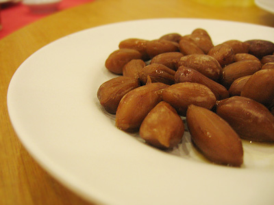 Steamed groundnuts