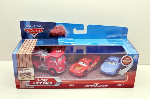 Disney Cars red wet mcqueen sally 2 pack (1)