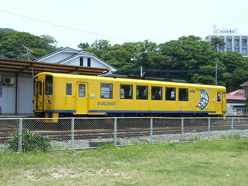 停在車站旁的火車