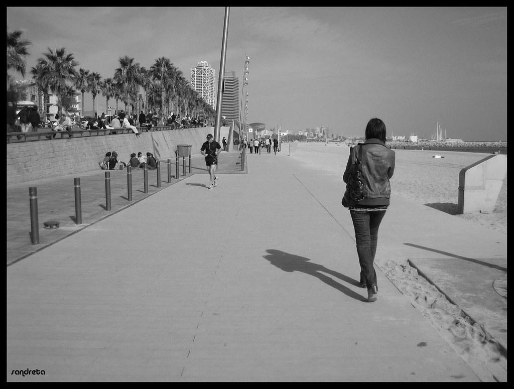 Paseando junto al mar