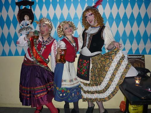 Mary, Tante Karen, Tante Proddy