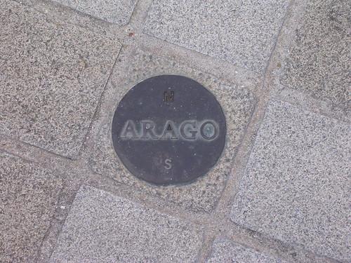 800px-Arago_medallion_Paris