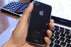 iPhone4にTunewear Eggshellカバー