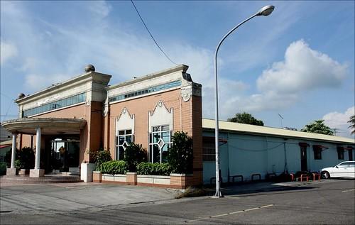 karaoke place facade 1