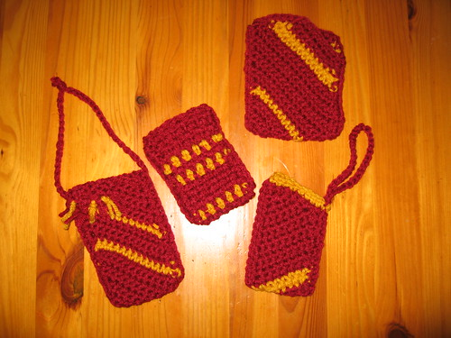 crochet ipod covers in Gryffindor colors