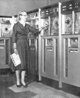 Grace Hooper junto al UNIVAC