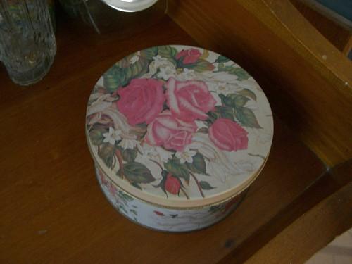 Pink rose tin