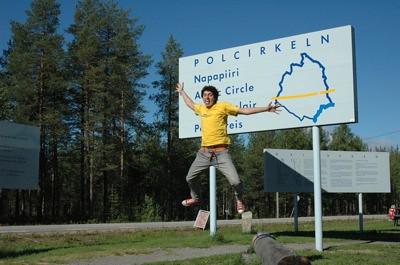 Yo pegando un salto en el círculo polar ártico