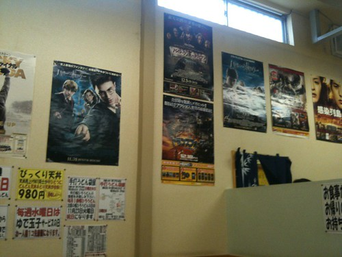 店内には映画のポスターが沢山
