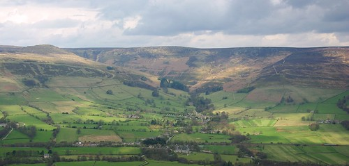 20100425-17_Edale Valley and Kinder Scout from near Mam Tor by gary.hadden