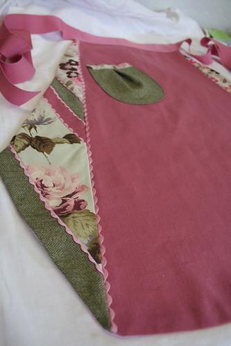 pink patchwork apron.JPG