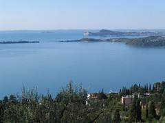 Panorama del basso Lago di Garda da San Michele