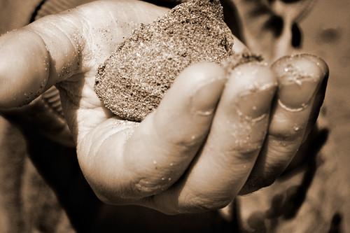 Mano Sasso Sabbia