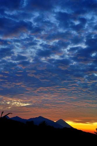 Mayan sunrise...   - Amanecer en la tierra de los Mayas..