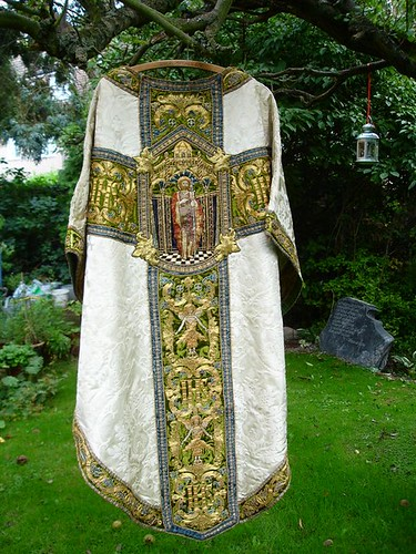 St John's Epping - White Bodley Chasuble 002