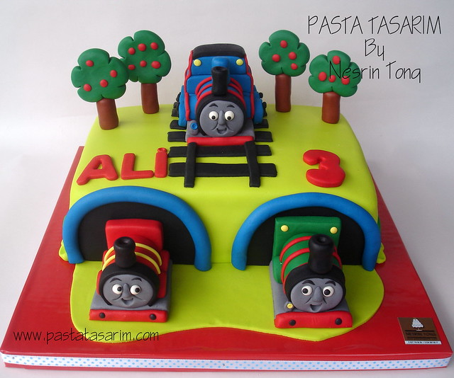 TRAIN THOMAS AND FRIENDS BIRHTDAY CAKE - ALI