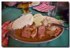 Csülök, sült hús, káposzta, kétfajta knédli