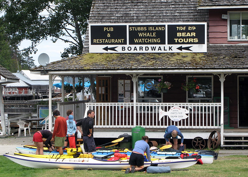 Loading up kayaks by Ruth and Dave, on Flickr