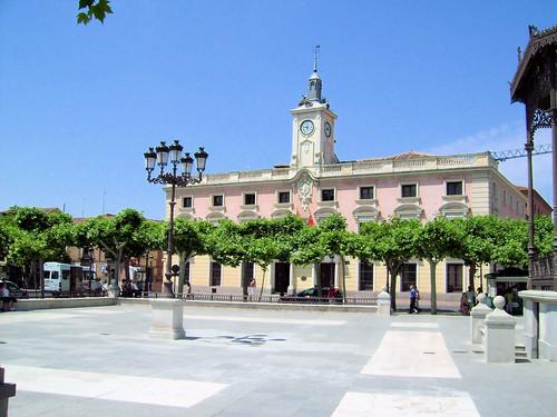 El Ayuntamiento visto desde la Plaza de Cervantes