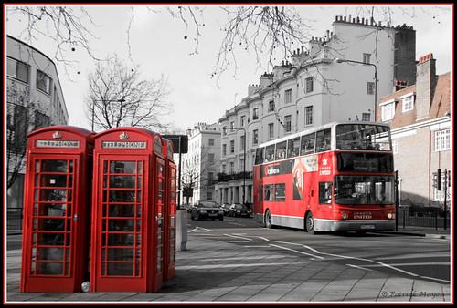 Bus à impériale et cabines téléphoniques anglaise rouges, Londres