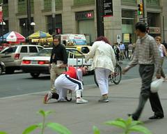 A good samaritan stops to help