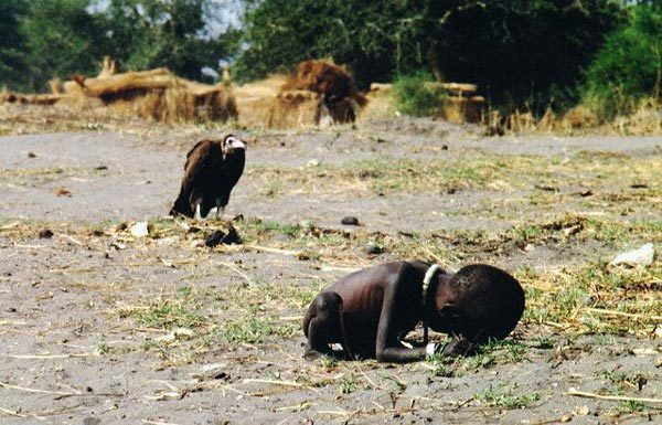 A Vulture Watches a Starving Child (Foto: Flickr.com)