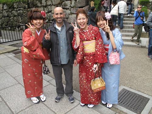 yoel with ladies in Kyoto