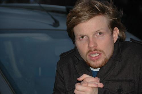 eenzame Jens bij z'n taxi