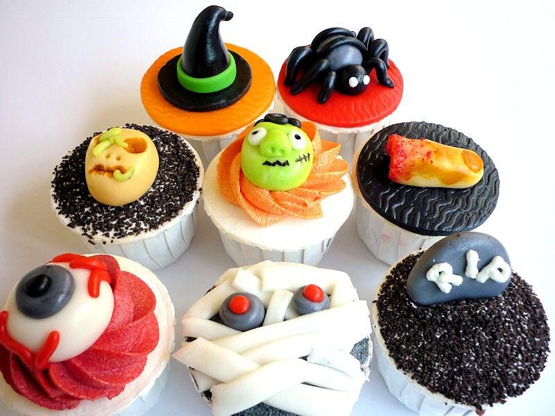 Spooky And Fun Halloween Cupcakes Including Mummy, Eyeball