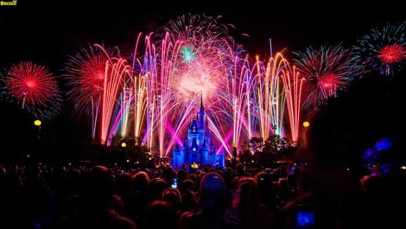 Walt Disney World's Summer Nightastic! Fireworks Spectacular Grand Finale (75 Second Exposure)