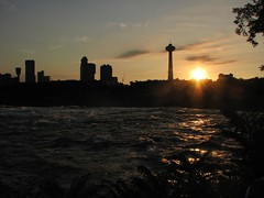"Niagara Sunset • <a style=""font-size:0.8em;"" href=""http://www.flickr.com/photos/41711332@N00/1361057963/"" target=""_blank"">View on Flickr</a>"