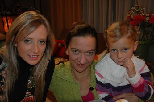 Femke herenigd met mama en zusje