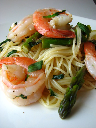 Pasta with Shrimp, Asparagus, and Basil Wine Sauce