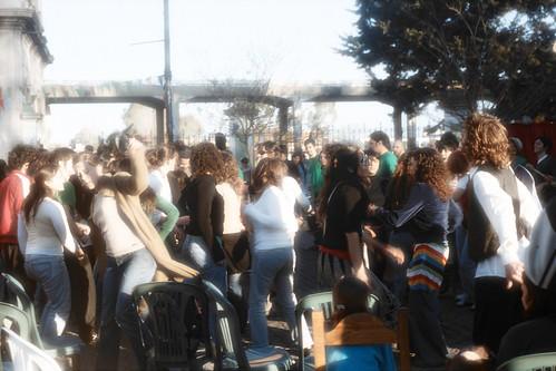 La_Plata_Estacion_Provincial_gente_bailando_sg_AA028