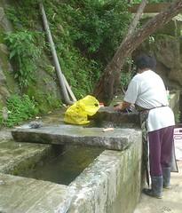 05.阿婆在洗衫坑洗衣服