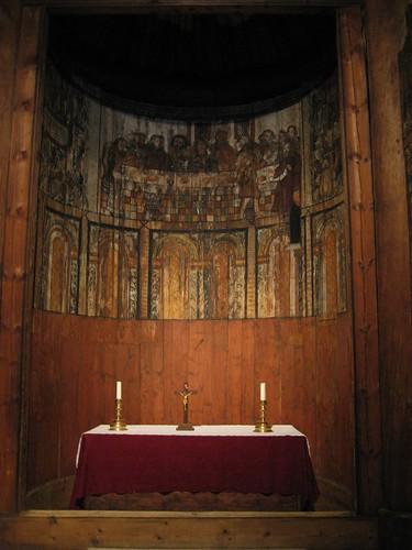 Interior de la iglesia nórdica, zona del altar.
