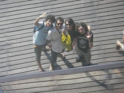 Omar, Josito, Anuska y yo reflejados en el techo del Maremagnum