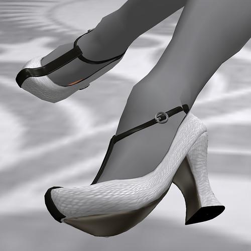 Black & White Blogger IV