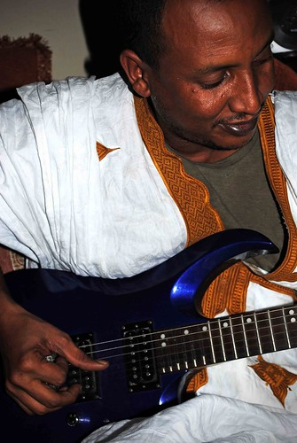 Jeich Ould Chighaly plays his quater-tone guitar
