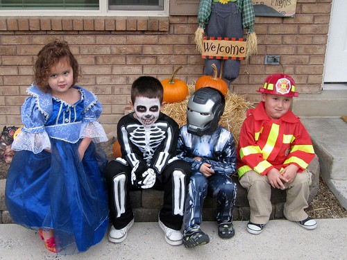 Halloween costumes 03