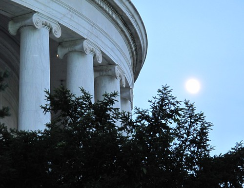 moonrise @ Jefferson Memorial