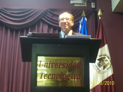 "Conferencia Magistral por el Prof. Yaír Hazán • <a style=""font-size:0.8em;"" href=""http://www.flickr.com/photos/52183104@N04/5116389736/"" target=""_blank"">View on Flickr</a>"