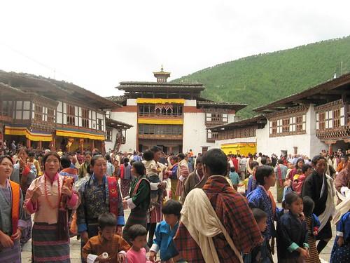 Butanesos al dzong de Wangdue