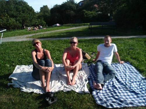 Caroline, Johanna och Erik, sommarens sista soldag