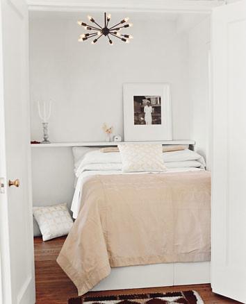 Melanie Acevedos simple and light bedroom
