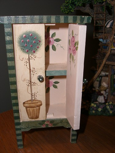 Pink rose armoire